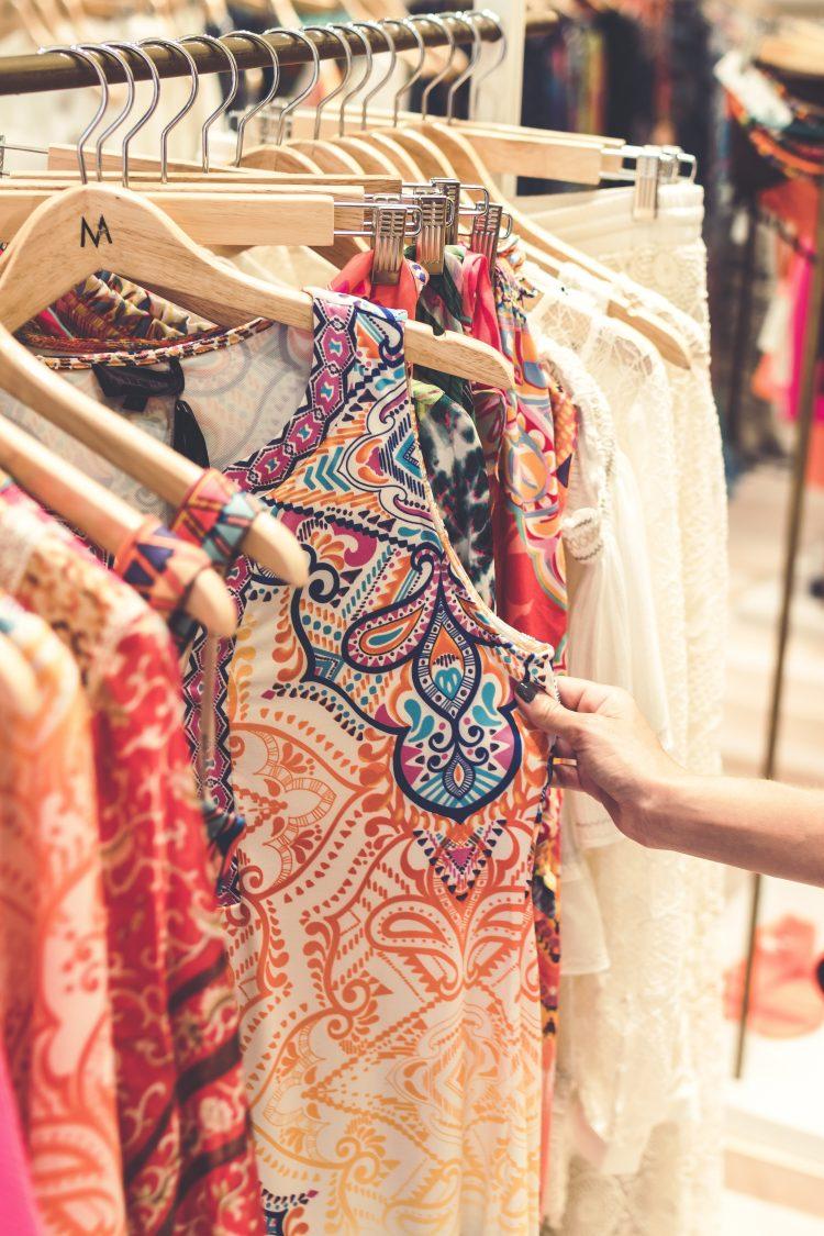 plus-size-women-shopping
